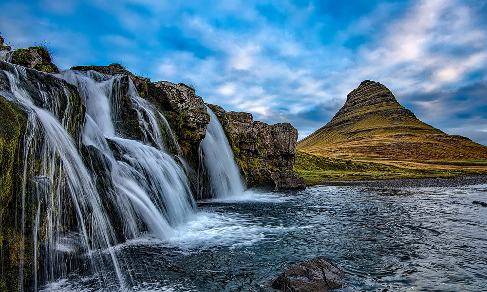 The Snæfellsnes Peninsula Tour is a fascinating journey to the location of the 1450 meter high Snæfellsjökull volcano glacier located in Snæfellsnes national park.